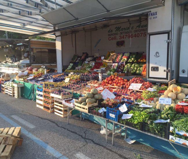 Mercato di Calcinato frutta e verdura